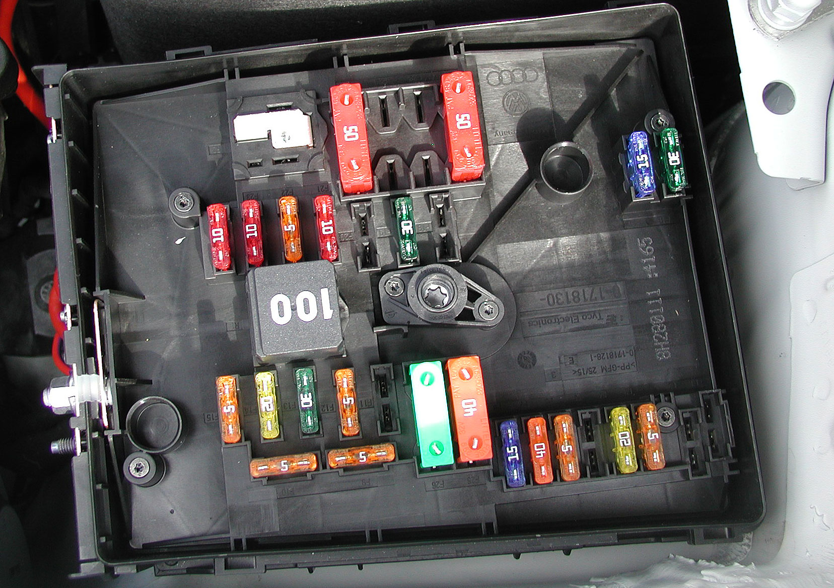 engineFuses2 golf mkv 1 9 tdi rcd 310 battery drain the volkswagen club of Bussmann Fuse Box Schematic Diagram at bakdesigns.co
